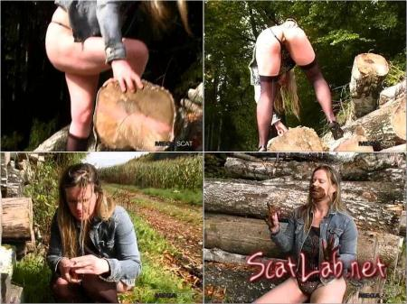 MEGASCAT ANASTASIA OUTDOOR SCAT SMOKING (Melania) Poopping, Shitting, Big pile, Scat [SD]
