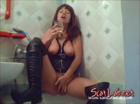 Pee In Leather And Overknee Boots (Santara) Netherlands / Solo Scat [SD] SantaraScat