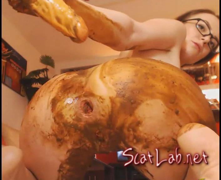 My Cute Little Sheep All Dirty (Josslyn Kane) Poop Videos, Scat, Smearing [FullHD 1080p]