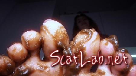 Clean up my feet (HotDirtyIvone) Fetish, Poop [UltraHD 4K] Foot Scat